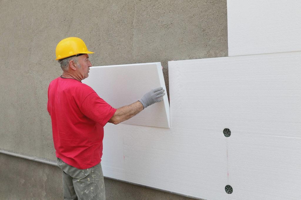 Как выбрать пенопласт для утепления стен?